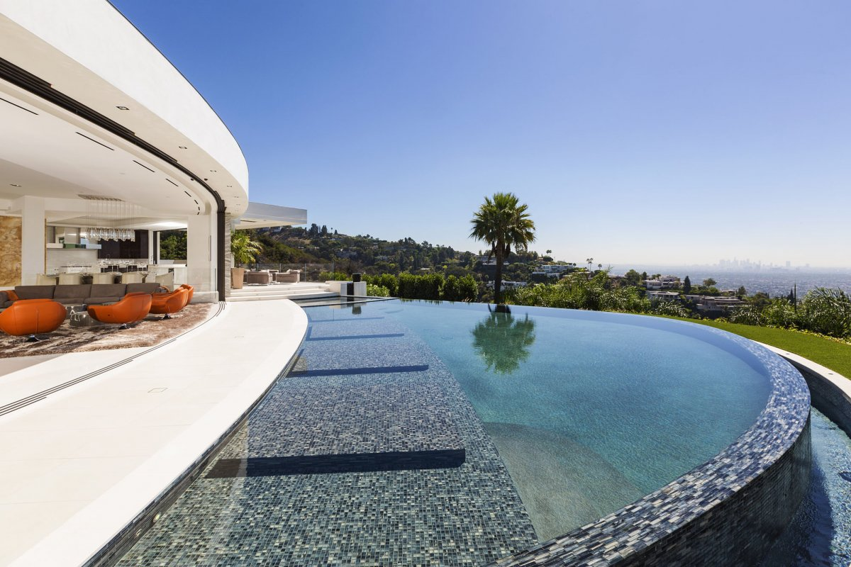 Beverly-Hills-mansion-infinity-pool - Moppify - Maids On Demand